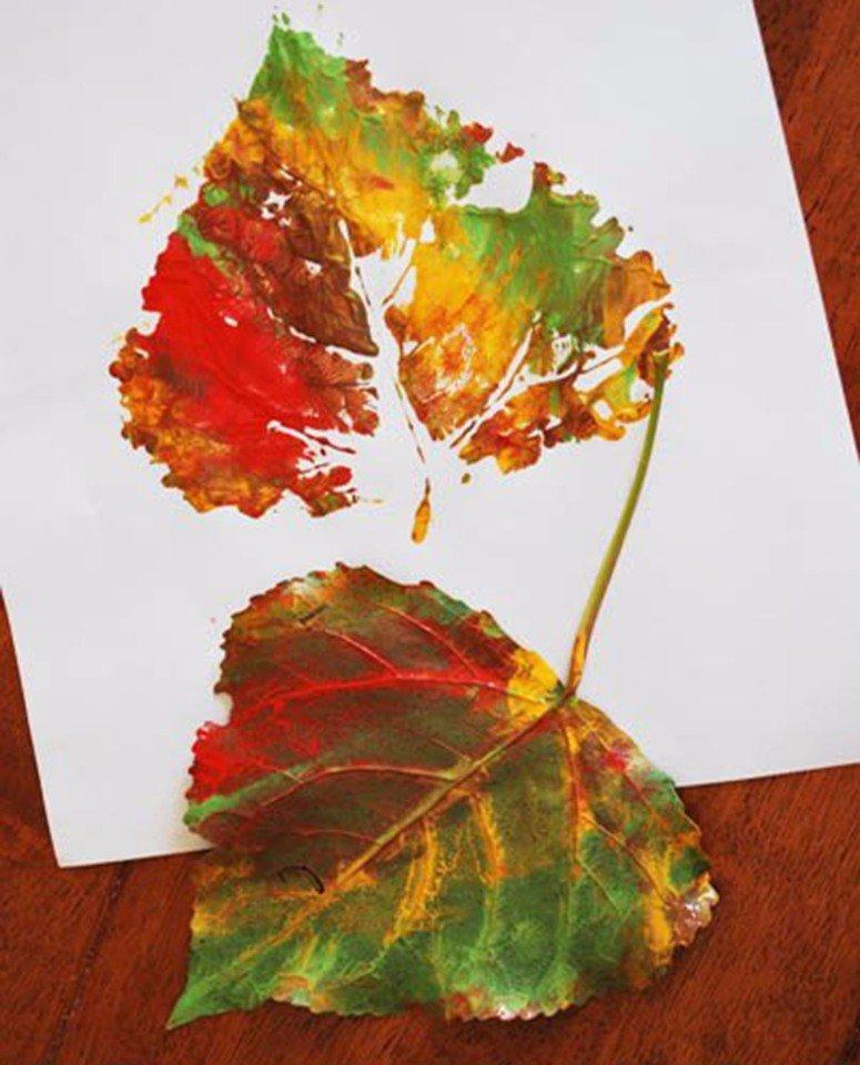 Рисунок листочками и красками