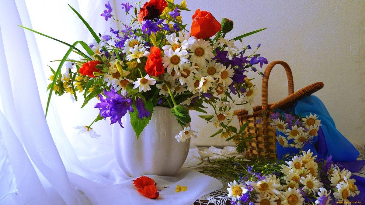 Открытка с полевыми цветами на день рождения