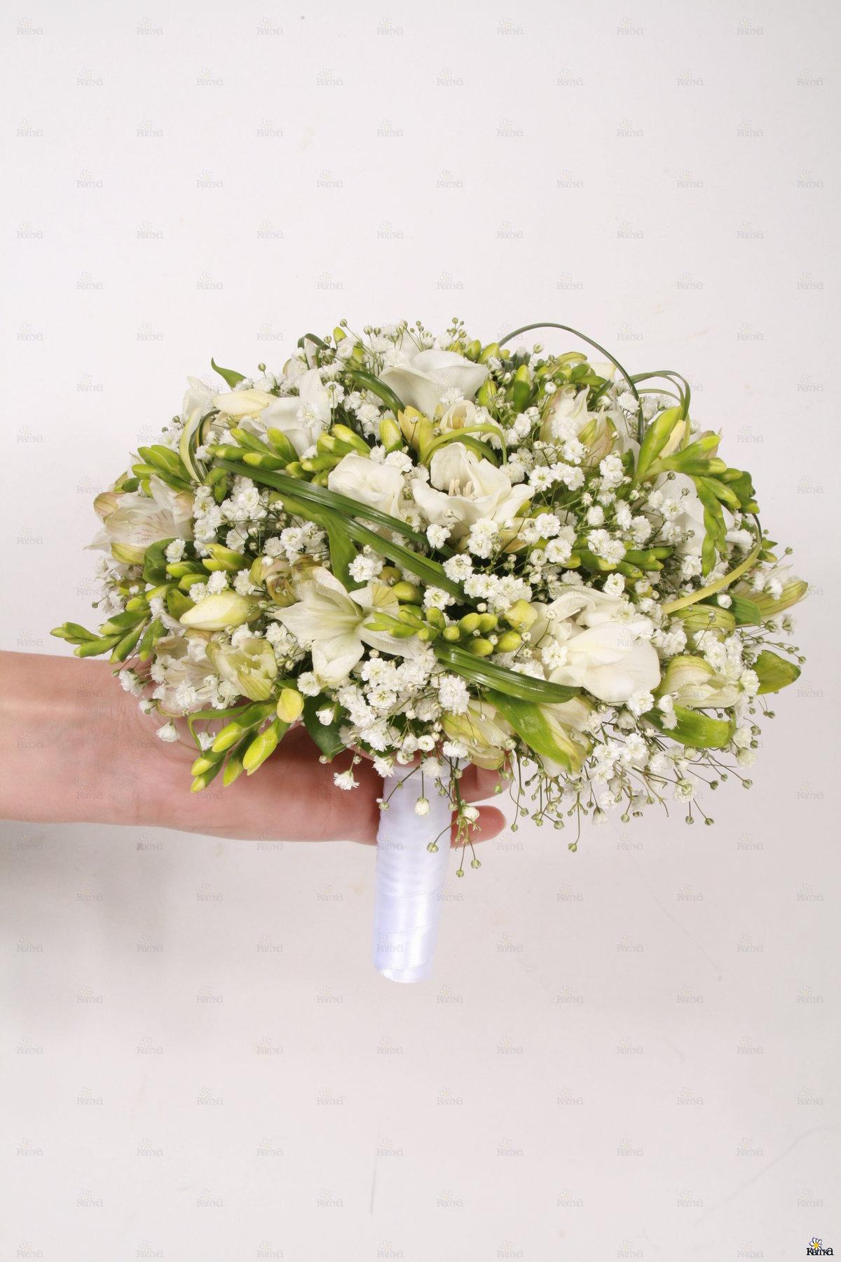 Натурального, свадебный букет из кустовых роз и гипсофилы