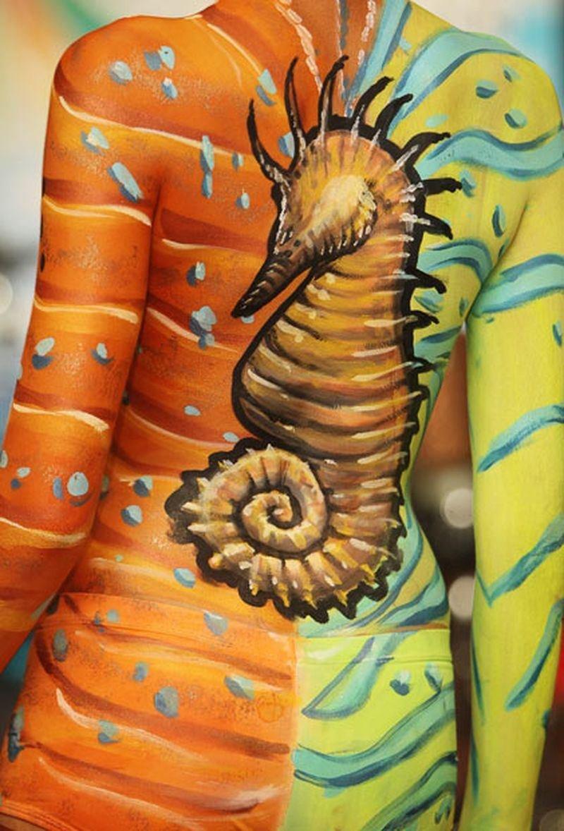 Рисунок на теле красками, смешные гифки