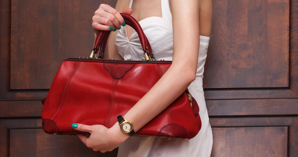 Если сумка маленькая, дамская, значит, ты ощущаешь свою беспомощность в учебе или общении со сверстниками.