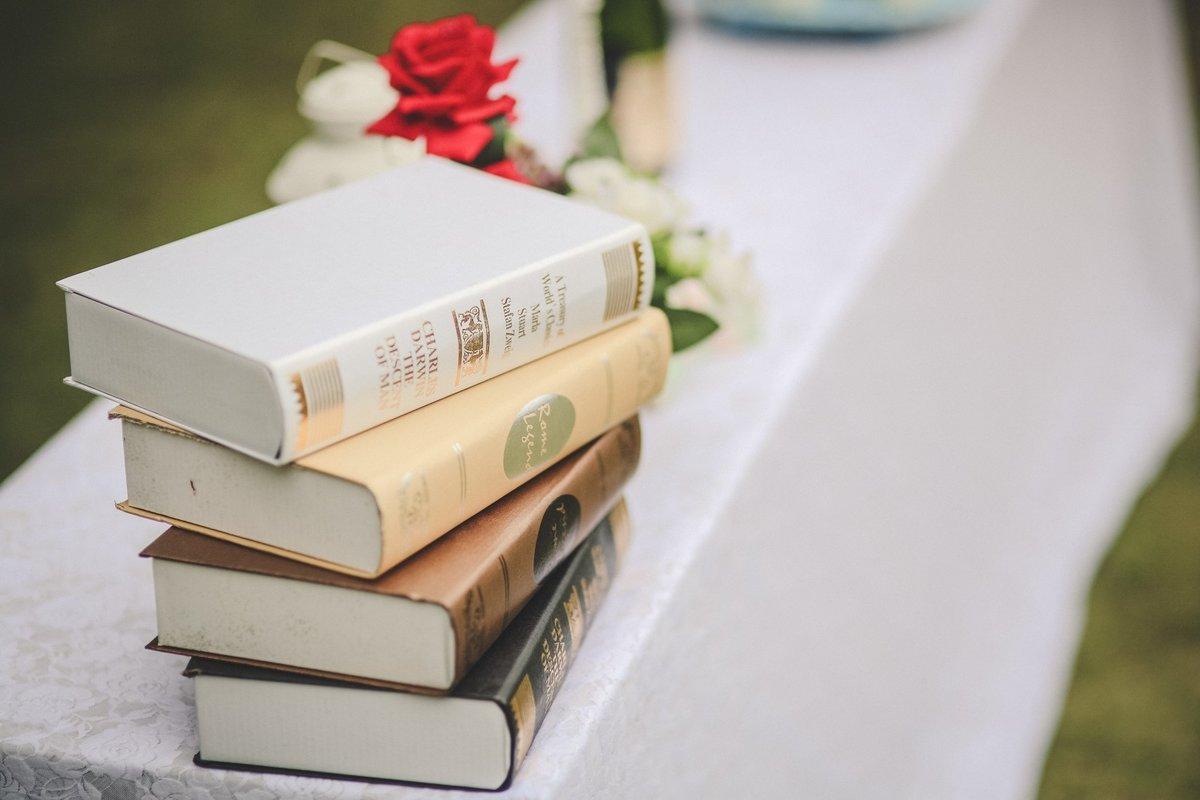 Картинка или фото книги