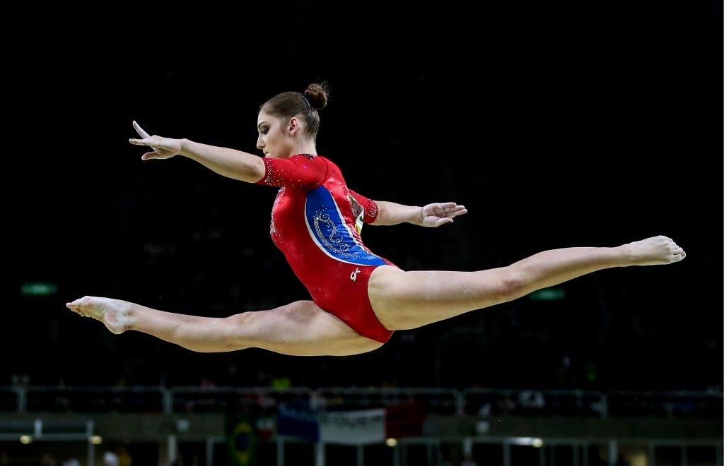 там она гимнастка на русском часть думают