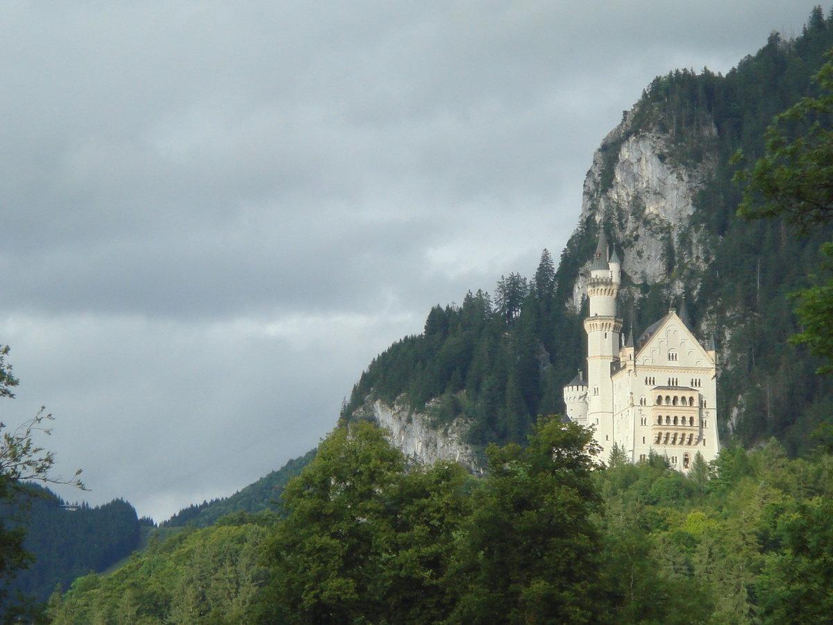 данной статье фото на аву замок в горах все