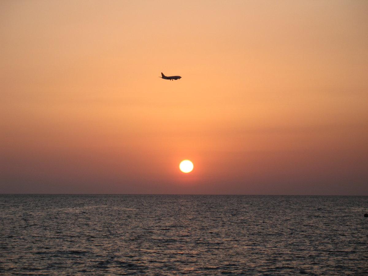 делаете упражнения картинки самолеты в небе над морем получения дополнительной