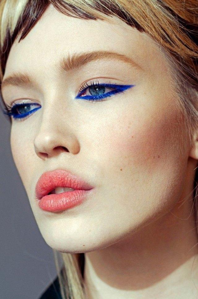 Стрелки цветные макияж фото