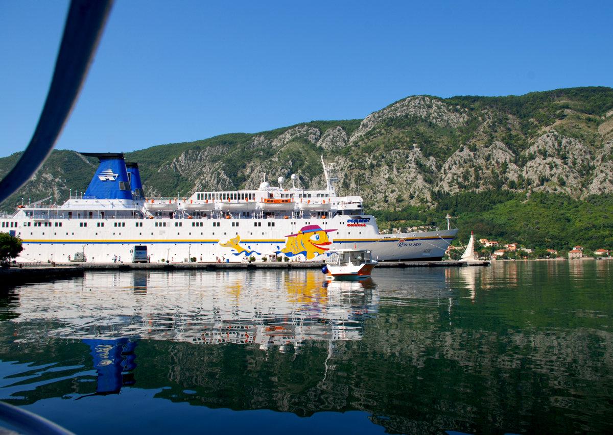 Диапазон морских прогулок в Черногории включает разнообразные развлечения