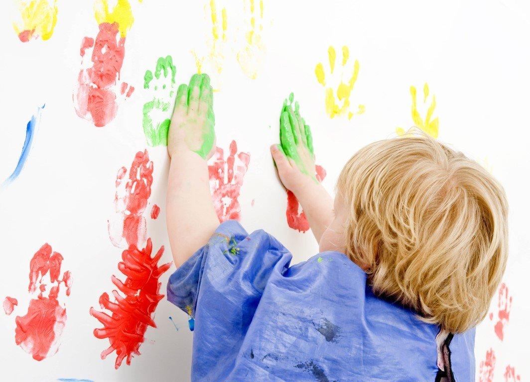 Картинка рука ребенка в краске для детей