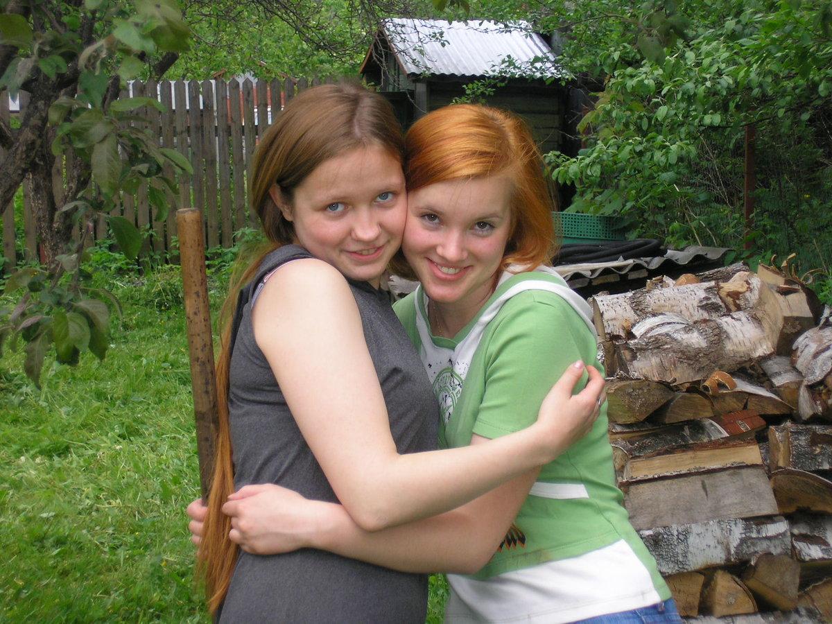 Русских две подружки на даче смотреть онлайн душе