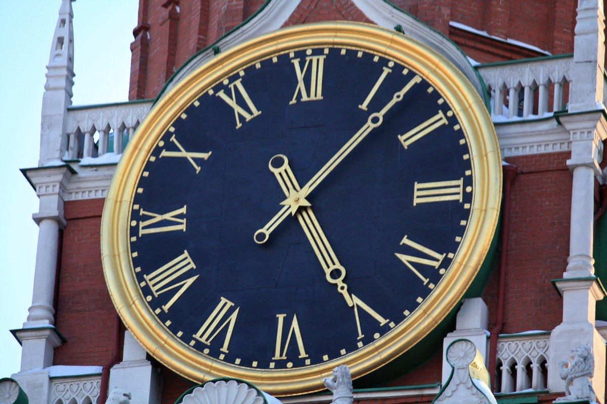 Для благозвучия звона и более точного воспроизведения мелодии, к имевшейся уже звоннице добавили 24 колокола, которые демонтировали с троицкой и боровицкой кремлевских башен.