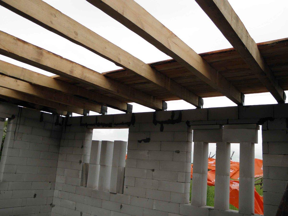 как сделать потолок в доме из пеноблоков