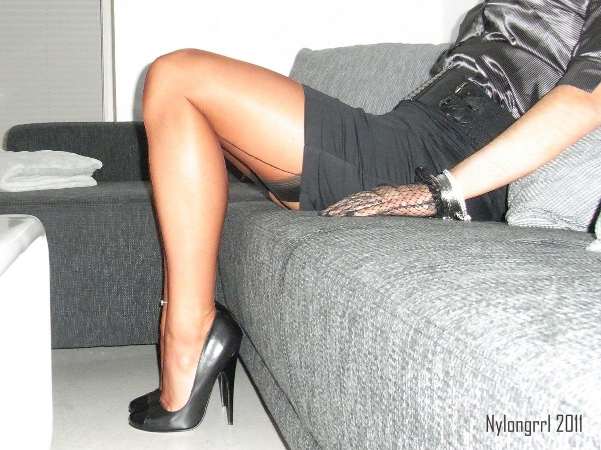 seks-aziatkoy-foto-zhenskie-kolgotki-pod-yubkoy-chastnie