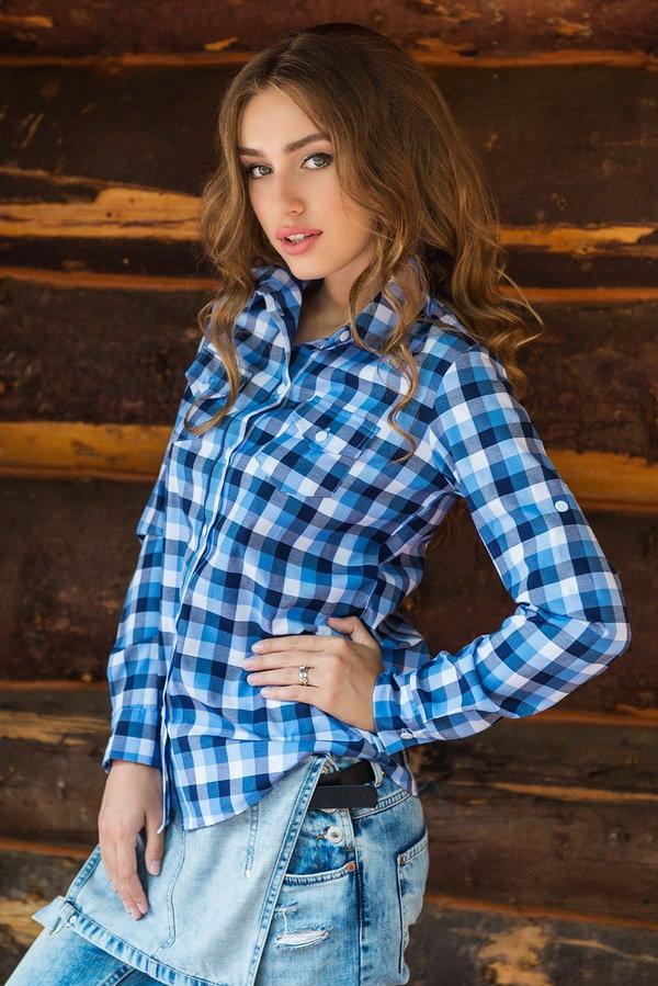 так это девушка в рубашке в клеточку фотосеты сосется губами