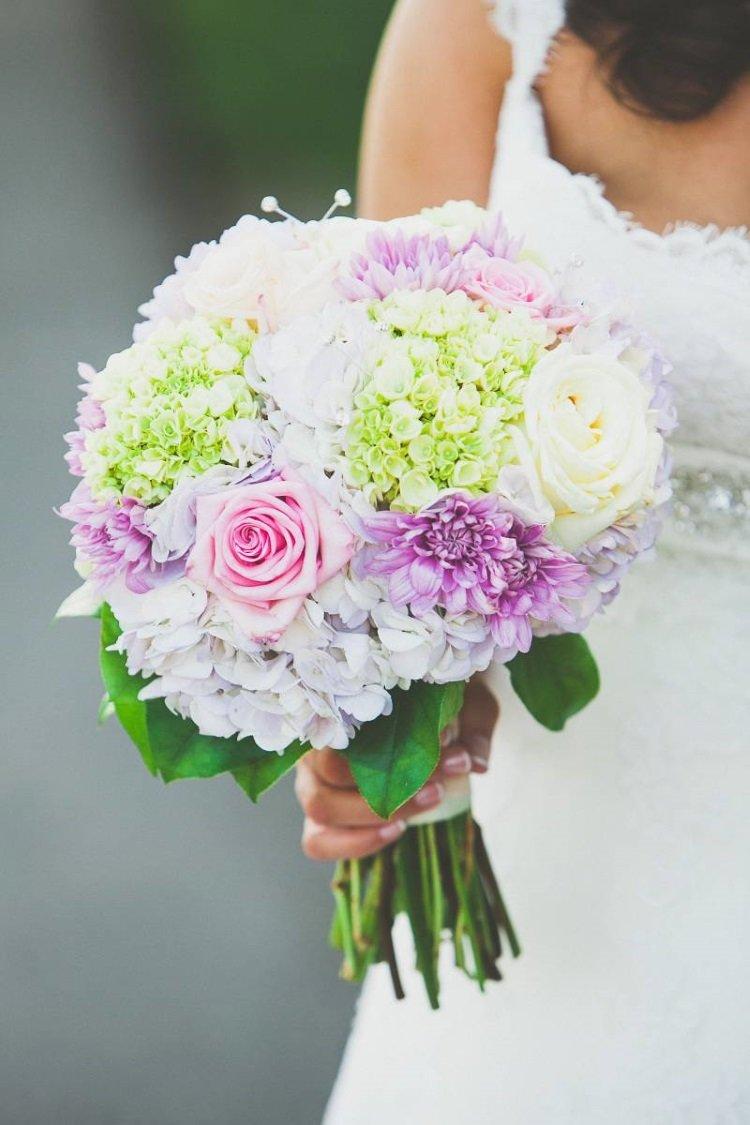 Букет свадебный из роз и хризантем