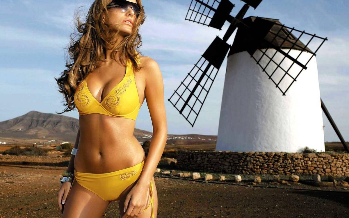 секси красотка в желтом имя очень