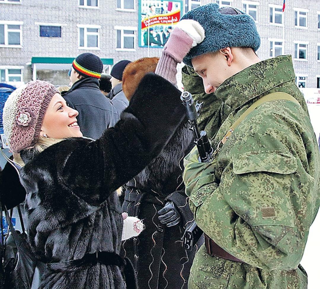 мама встретила сына из армии картинки