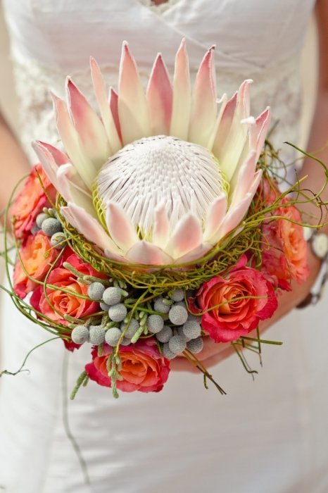 Экзотический цветок в букете