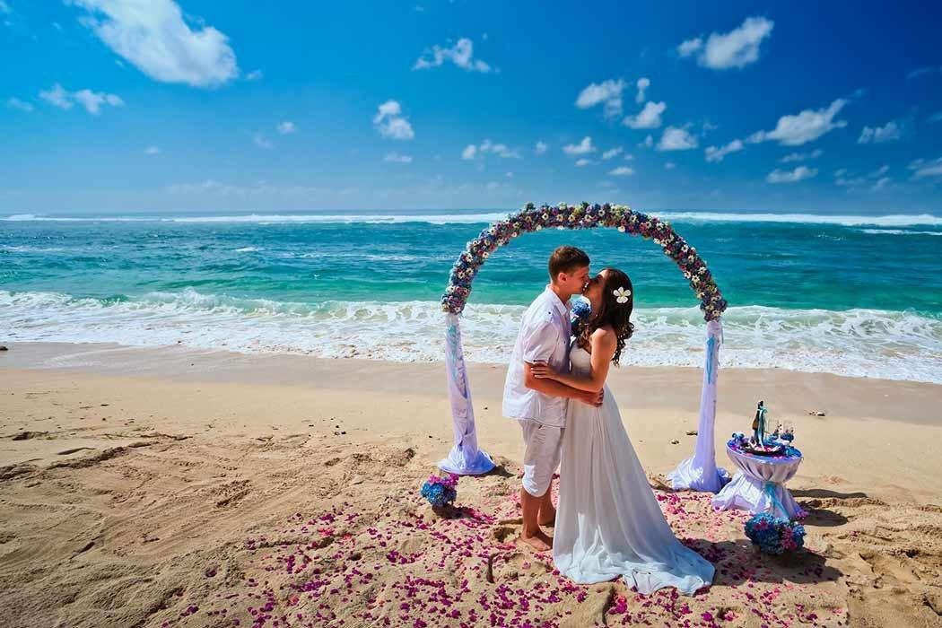 фотографии свадебных пар на море фешенебельный район, застроенный