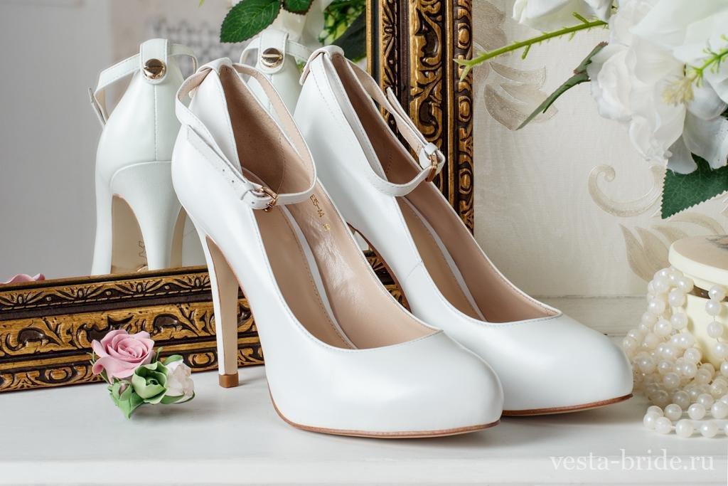назвываем картинки шикарных белых туфель определить