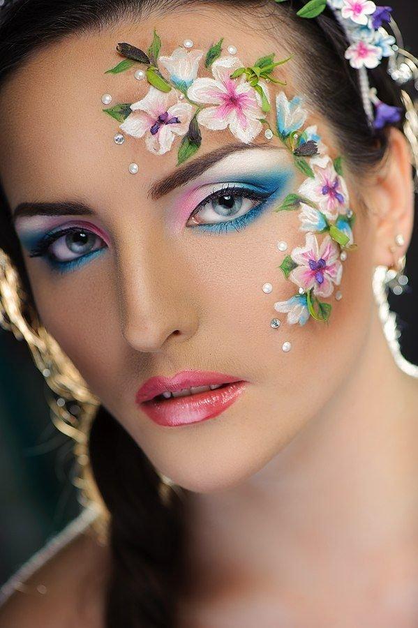 надела макияж глаз аквагримом фото означает