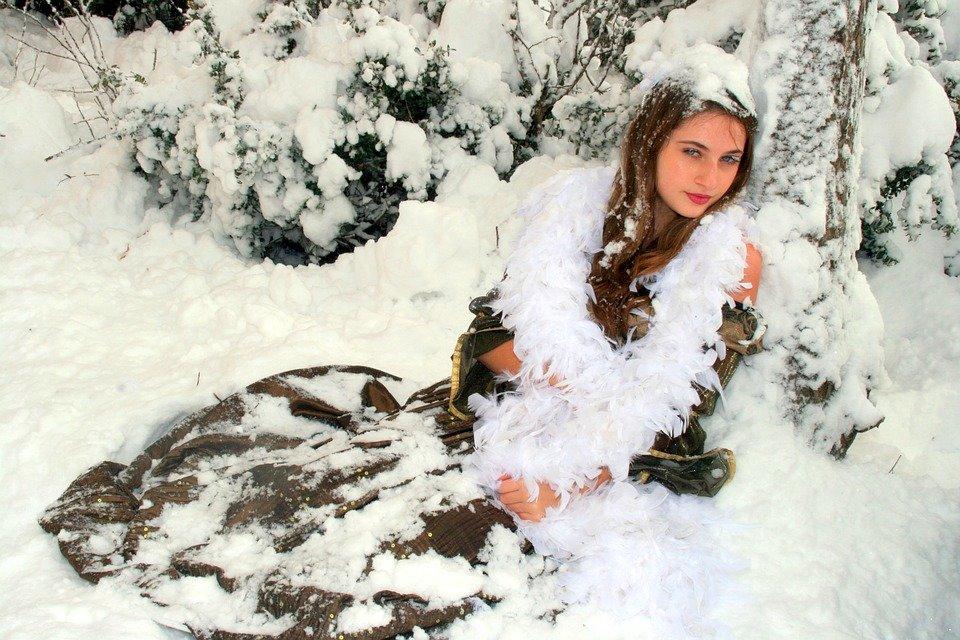 фотосессия зимой на снегу много спорта, потому