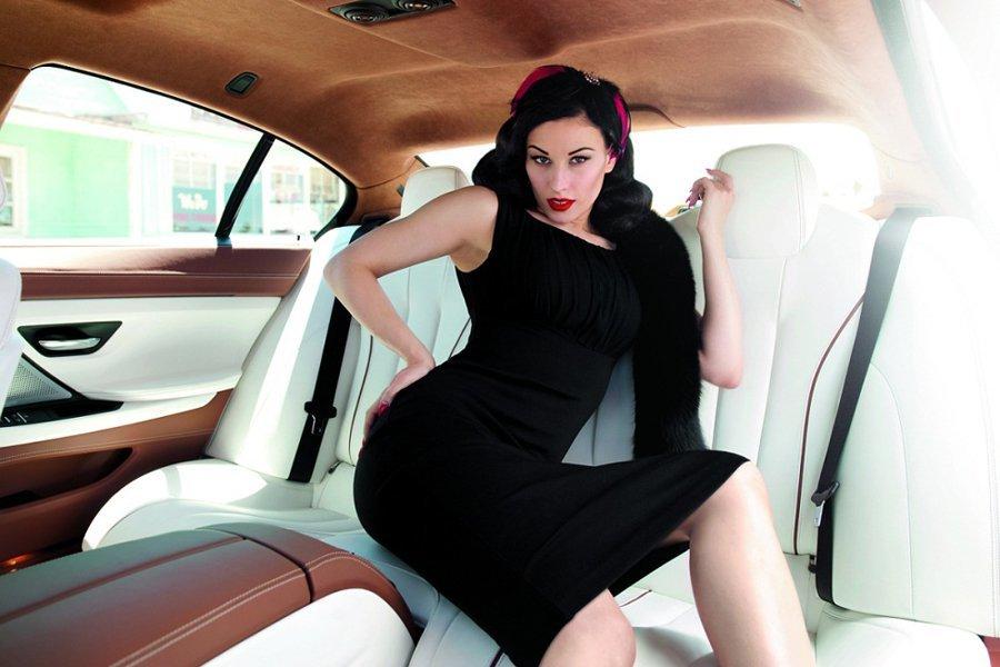 также женат, девушку на заднем сиденье машины жидкость