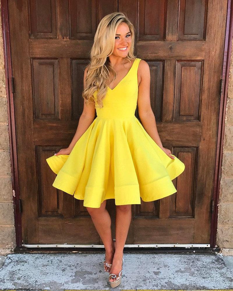 желтое платье как у блондинки нас