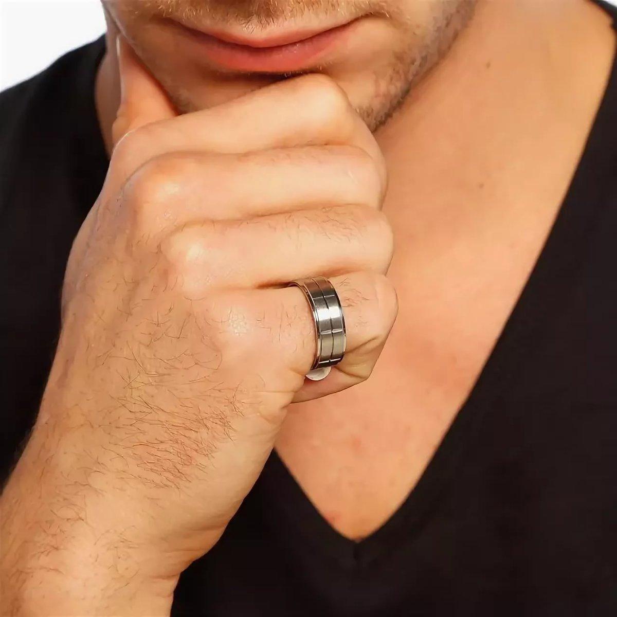 картинки перстень на мужской руке