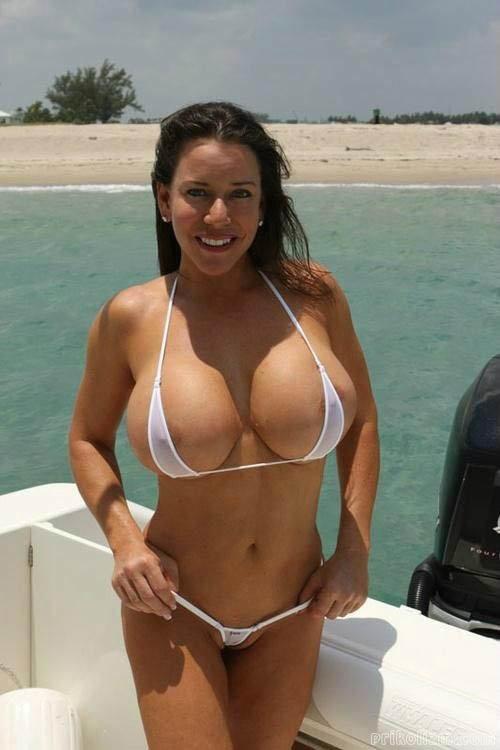 Starfire hot girls in bikinisass shot busty hidden