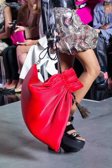 aa88d961dfa49 39 карточек в коллекции «Женская большая красная сумка: в руках ...