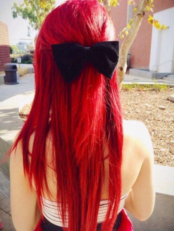 одного старого фото с красными волосами без лица вафельной