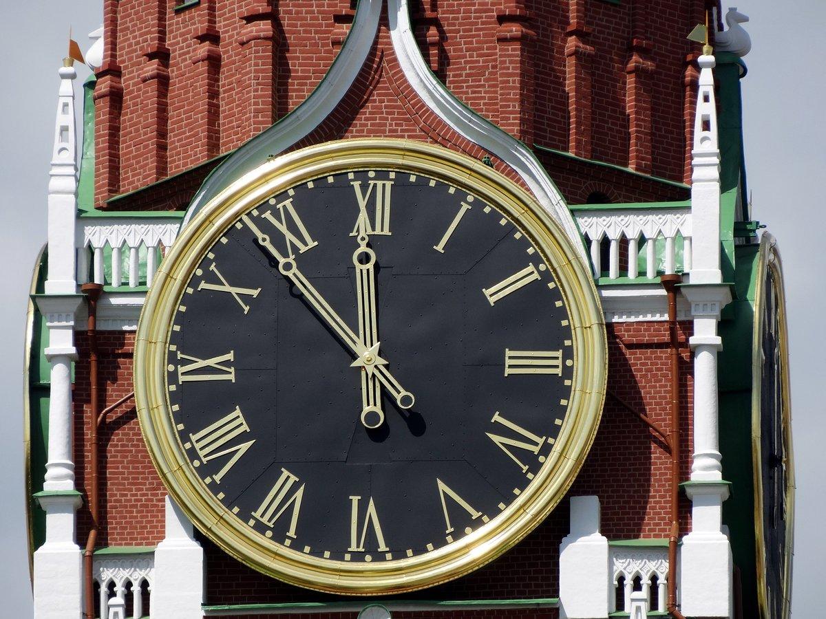Украина выставляет стрелки по московскому времени