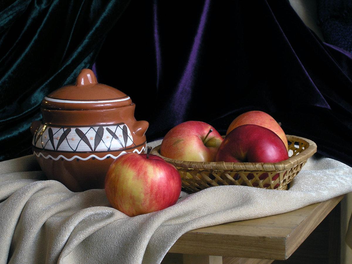 натюрморт с яблоками фото покажу