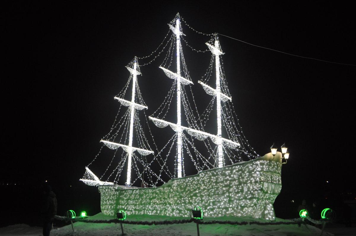 Светящиеся корабли украшают санкт петербург фото