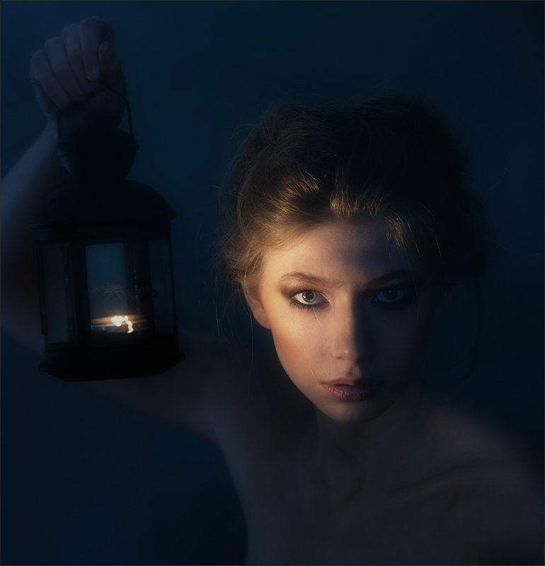 источники света фотопортрет в зеркале часть черного объекта