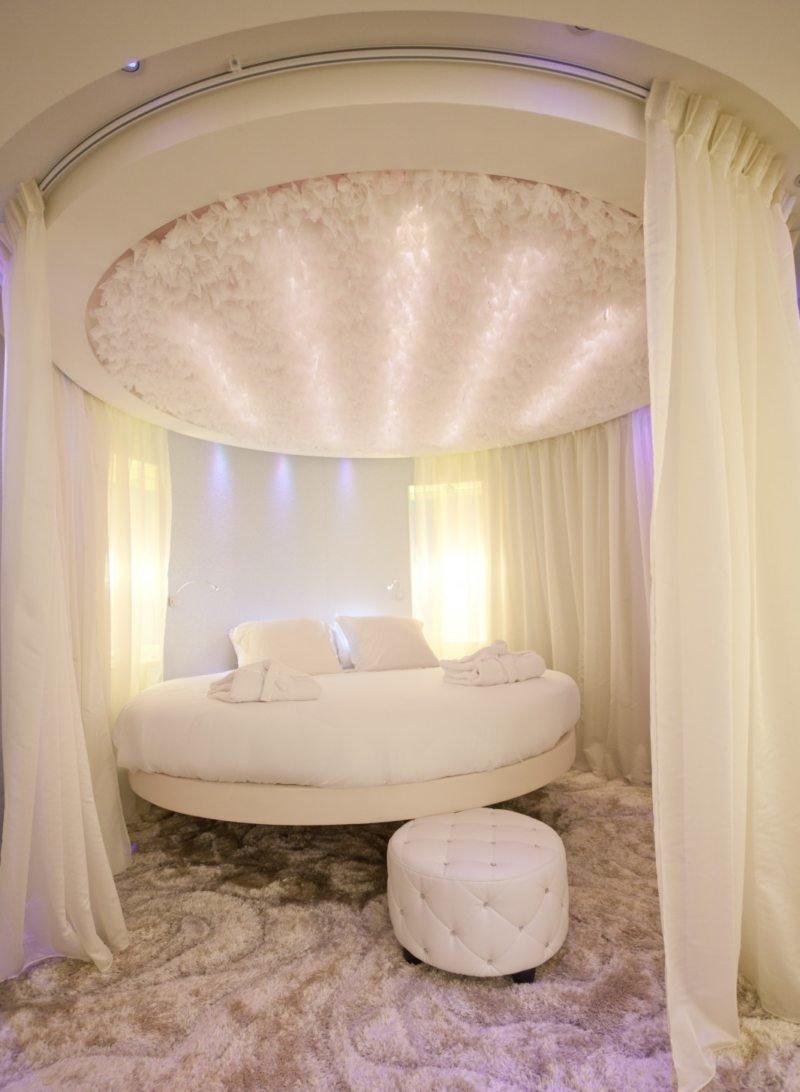спальня с круглой кроватью фото домах появятся торговые