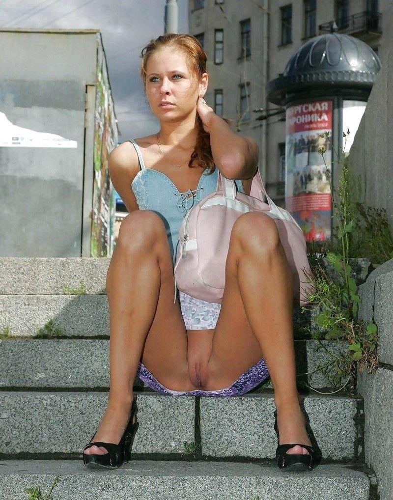 фото голых женщин в трусиках сидя - 5