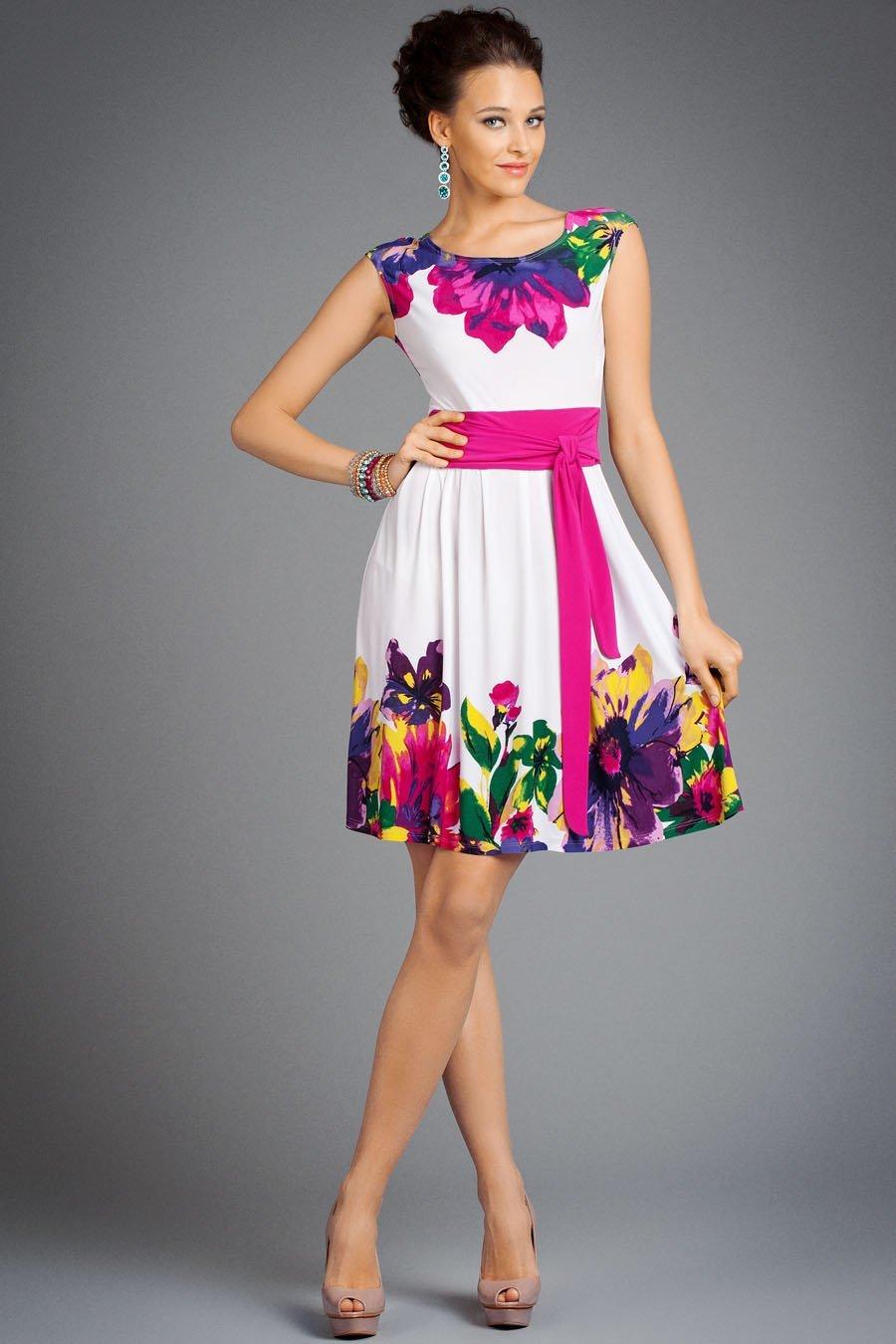 eebef907df5 ... Широкая спина и полная талия олицетворяют фигуру типа E. Пышные юбки  или трапециевидные платья подойдут