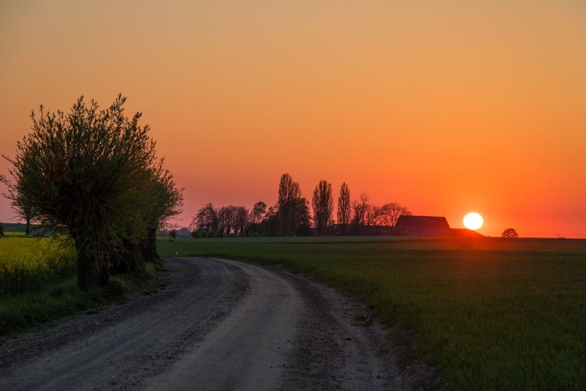 Картинка восход солнца в деревне