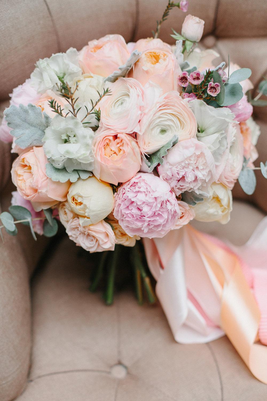 Цветочные букет из пионами свадебные, цветов город