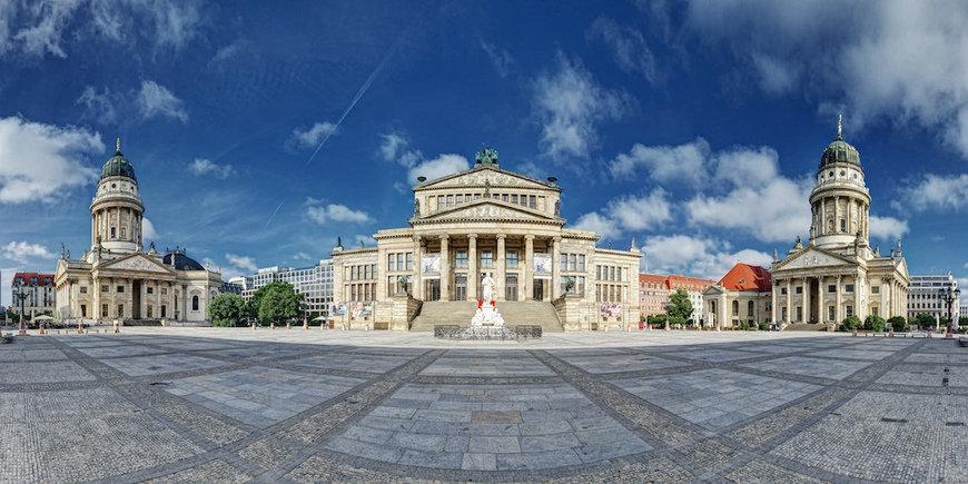 берлин центральная площадь фото описание зеленая территория