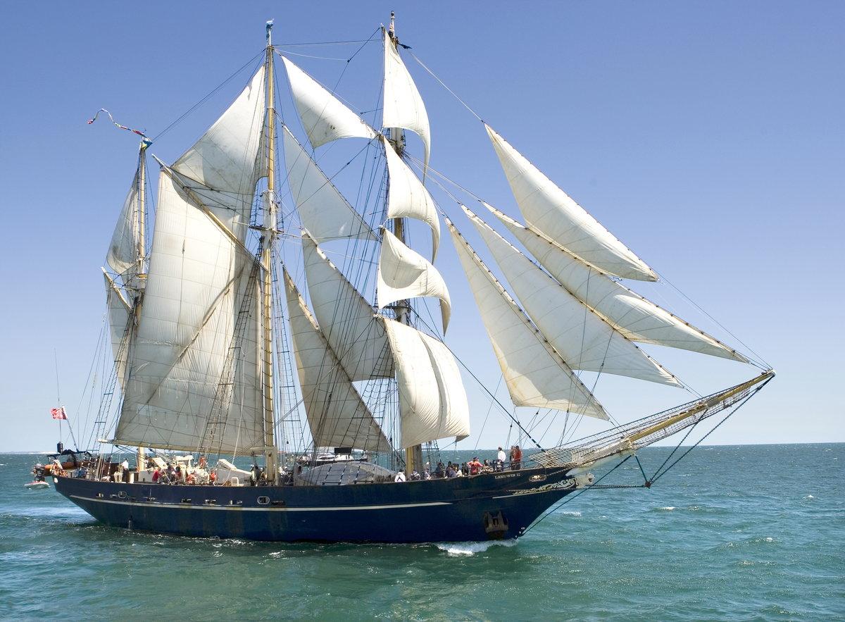 фото кораблей с парусами в море пассажирская