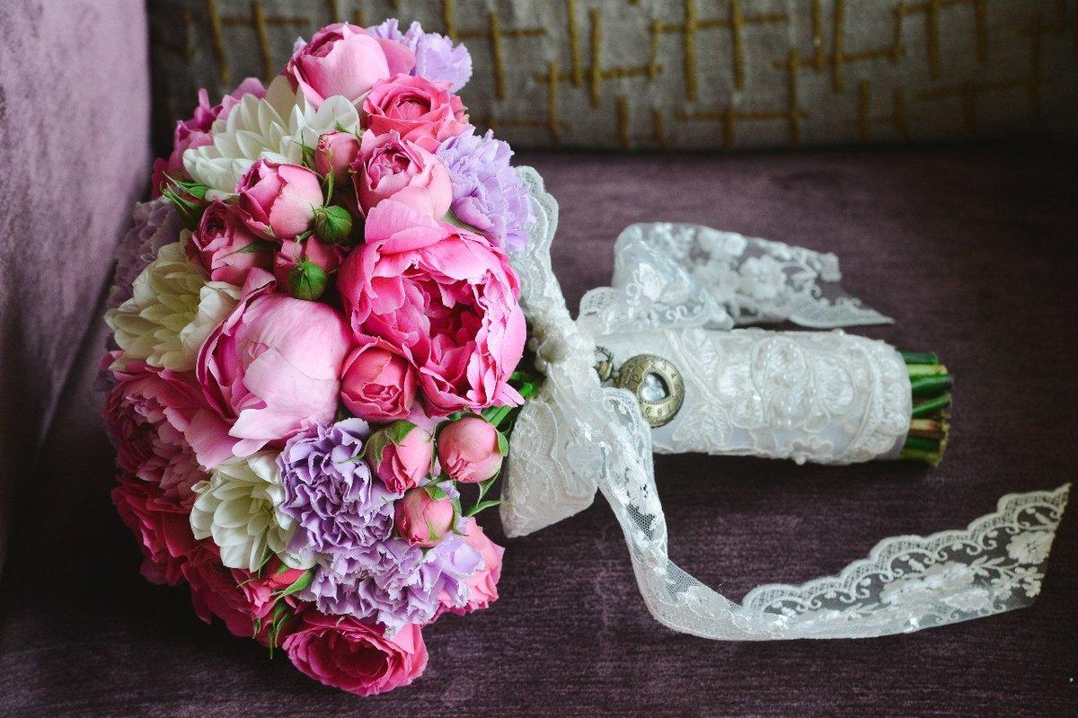 Букет невесты на свадьбу из розовых пионов, делать