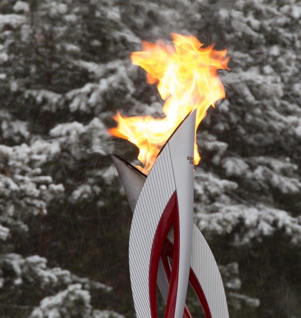 Картинка факела олимпийского огня с огнем