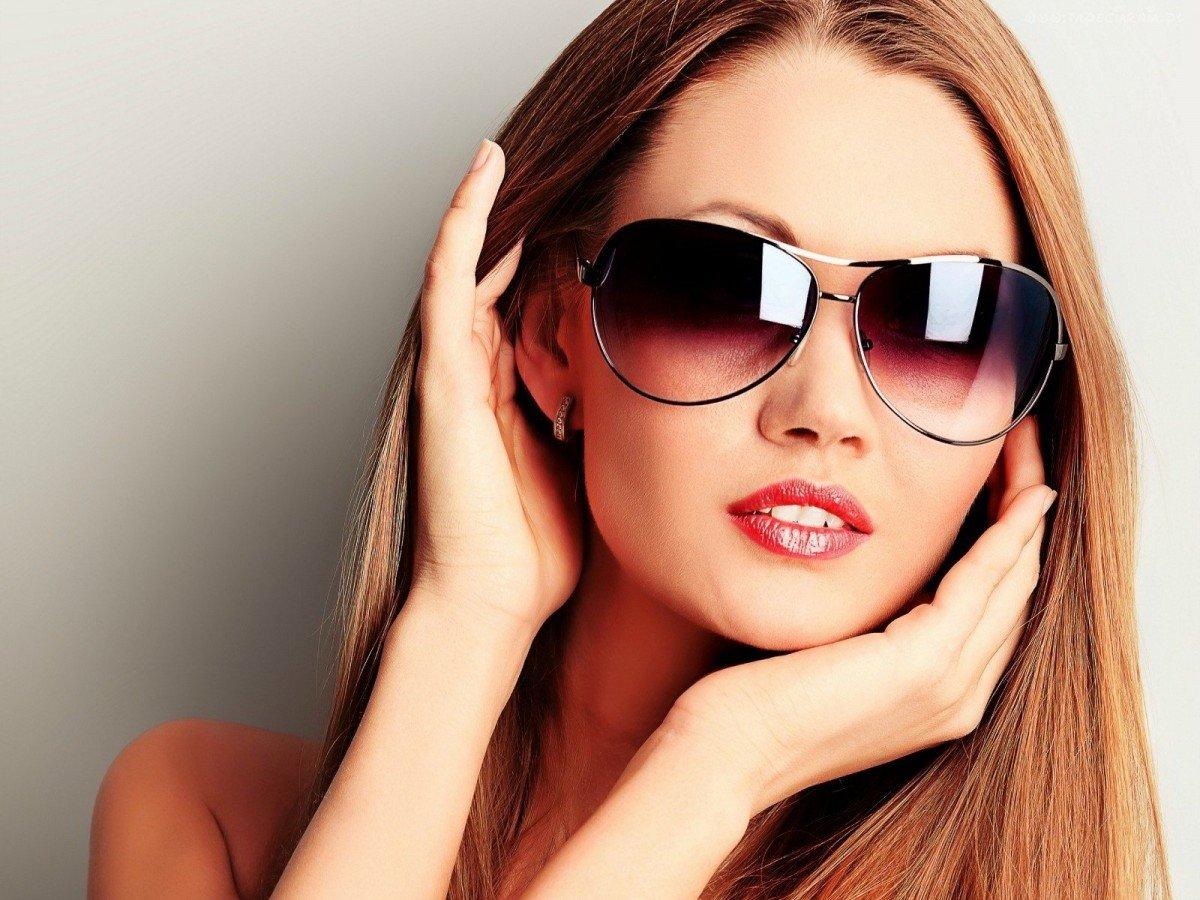 фото самой красивой женщины в очках примадонны было