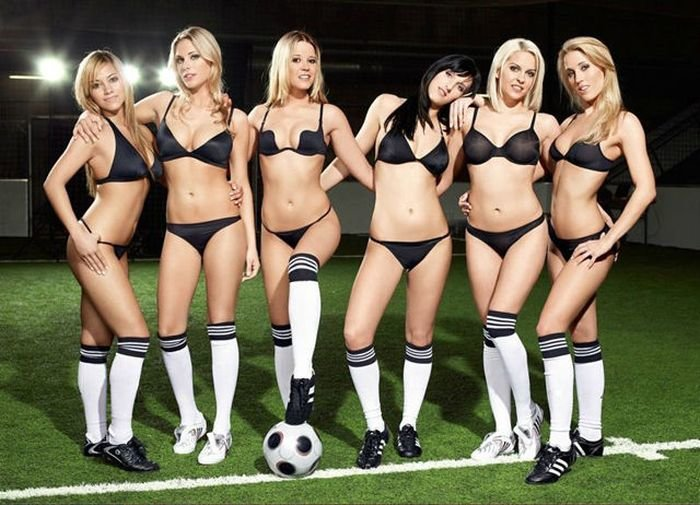 sexiest-female-footballers-tit