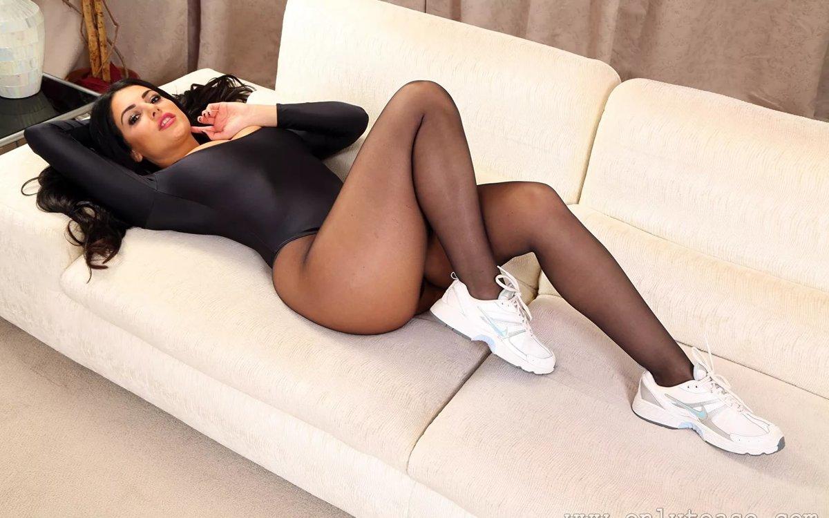 Толстая подружка шлюхи раком в колготках фото
