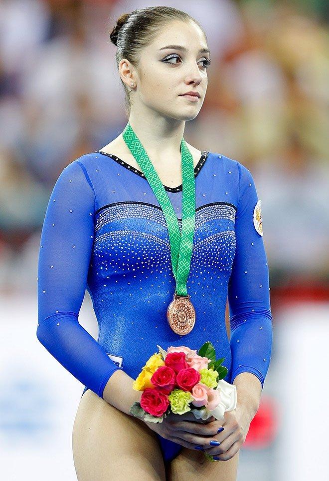 Рот русские девушки спортсменки с олимпиады игрушками ванной