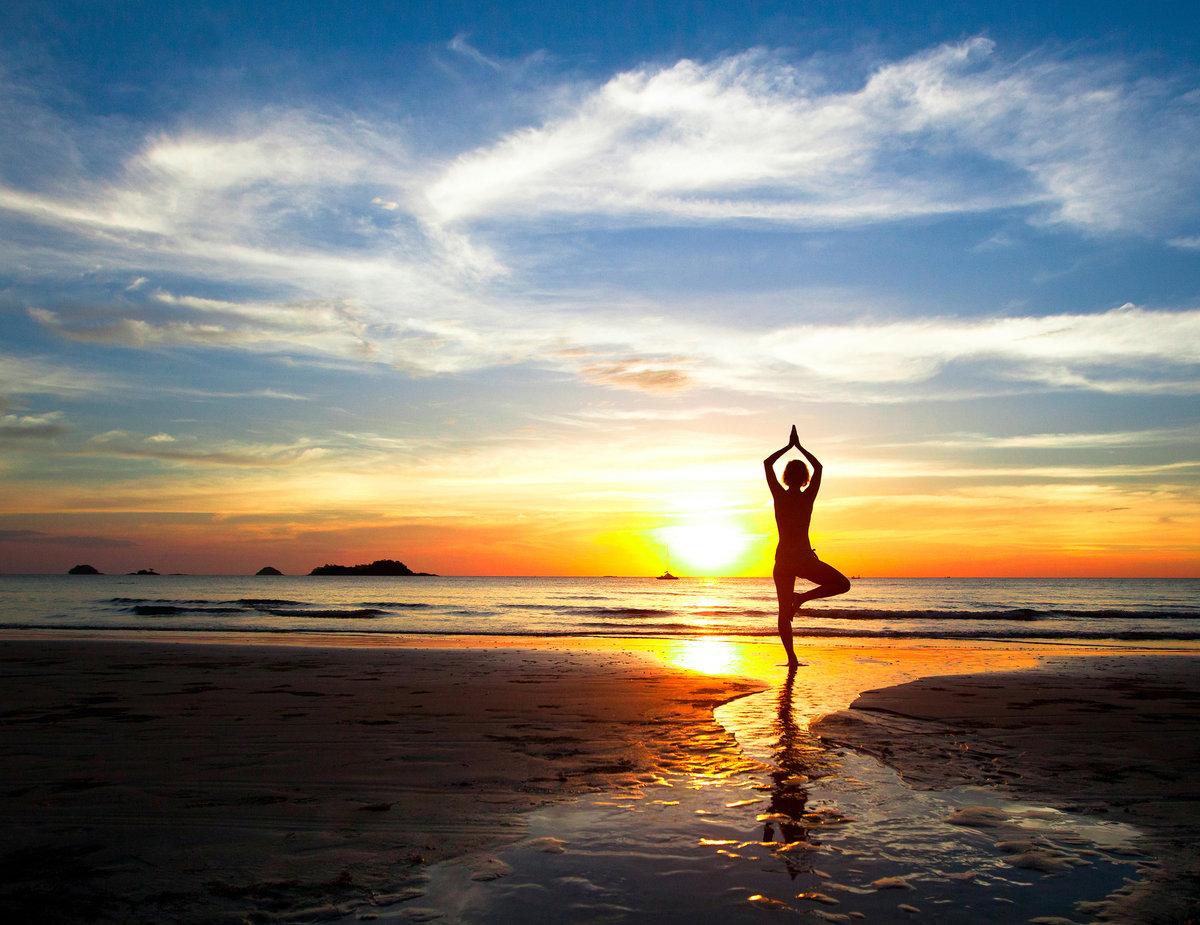 йога на берегу моря фото пусть