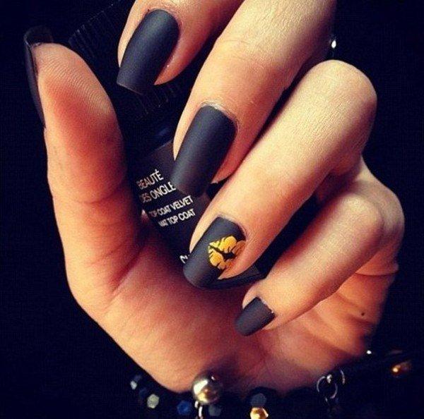 Картинки ногти черные матовые с короной